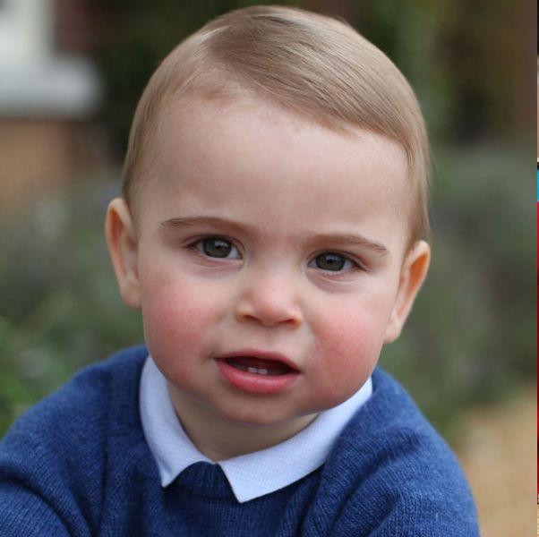 可愛度不輸哥哥喬治王子!英國皇室「路易王子」軟萌表情包特搜融化你的心