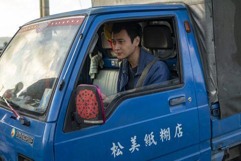 《同學麥娜絲》10句厭世台詞,道盡台灣小人物的辛酸:工作一輩子,也買不起一間房子