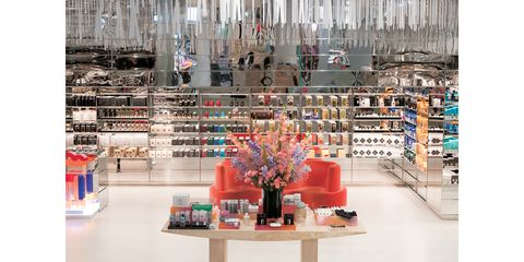Interior design, Building, Retail, Architecture, Outlet store, Collection, Furniture, Shoe store, Shelving, Shelf,