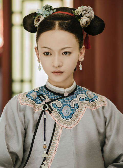 Hair, Hairstyle, Tradition, Headpiece, Hair accessory, Costume, Fashion accessory, Neck, Shimada, Taiwanese opera,
