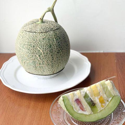 「是一整顆哈密瓜做成的水果蛋糕!」一口咬下是超濃郁哈密瓜鮮奶油,想吃還要兩天前預訂!