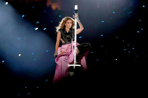 妮佛羅培茲(Jennifer Lopez)穿著Atelier Versace高級訂製服於超級盃中場表演獻唱