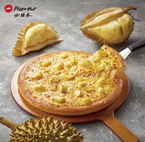 必勝客新口味推出「臭豆腐披薩!」黃金榴槤披薩同步回歸,又臭又香的極致雙口味登場
