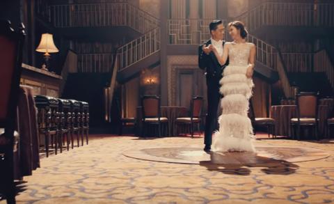 林志玲身穿LinLi Boutique高訂白紗與AKIRA在MV「White Wings」中甜蜜共舞大放閃