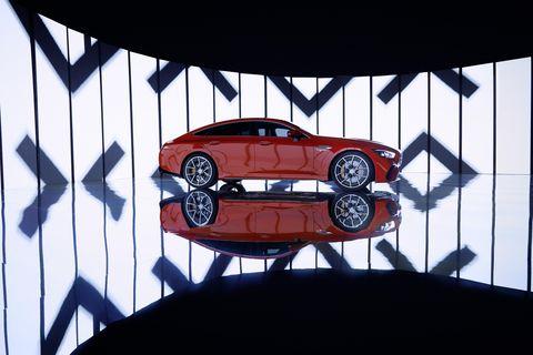 賓士amg推出「最強油電車」!首款混合動力gt 63 s e performance性能超強悍