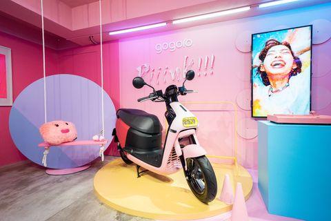 gogoro限時粉紅咖啡廳「piiink café」開幕啦!超可愛法式甜點,還有粉紅扭蛋機、網美牆可以玩