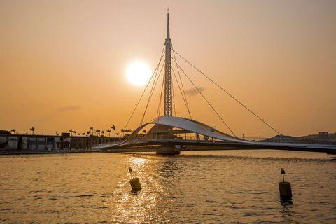 高雄景點「大港橋」亞洲最長跨港大橋、還會「水平旋轉」,賞夕陽、夜景美得太誇張