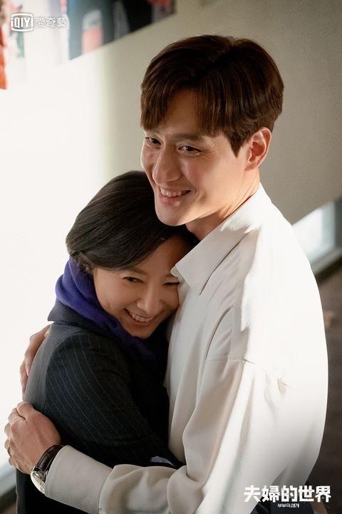 金喜愛、朴海俊、韓素希主演的韓劇《夫婦的世界》