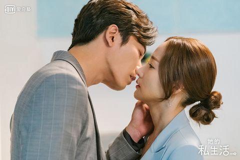 Forehead, Kiss, Romance, Nose, Cheek, Love, Interaction, Gesture, Ear, Neck,