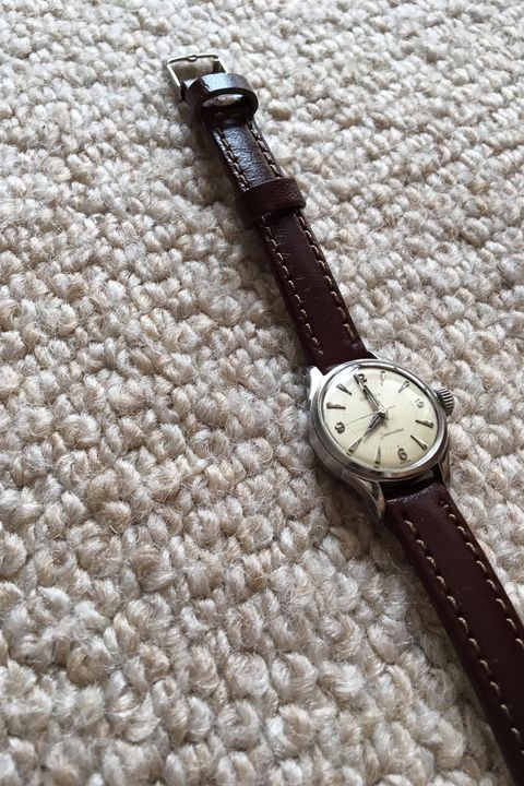Analog watch, Watch, Watch accessory, Strap, Fashion accessory, Material property, Jewellery, Silver,