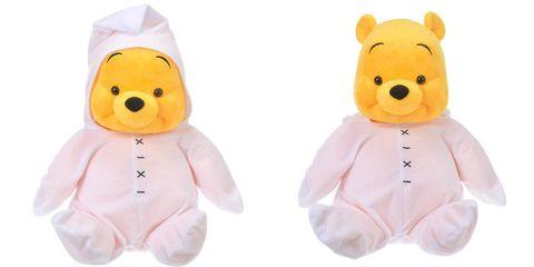 黃色的小熊維尼穿著白色的衣服