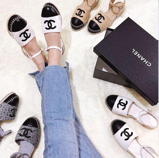 小香迷 2021必買的chanel logo雙色草編鞋!香奈兒經典款設計超修飾腳型 而且價格還很親民