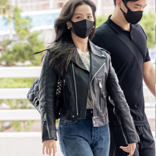 巴黎時裝週機場穿搭回來了!blackpink jisoo、rose 女星出國同款精品包推薦 經典黑色肩背包不出錯
