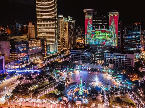 Cityscape, Metropolitan area, City, Urban area, Metropolis, Landmark, Night, Human settlement, Skyscraper, Skyline,