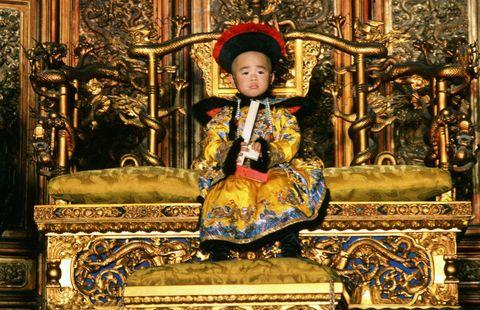 《末代皇帝》開創諸多第一次!尊龍成為首位入圍金球獎亞裔男星、橫掃九項奧斯卡大獎、紫禁城為它關閉
