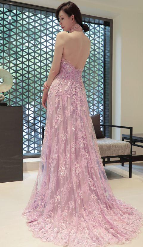 林志玲穿夏姿⋅陳 SHIATZY CHEN中式禮服與Akira在台南舉行婚禮。