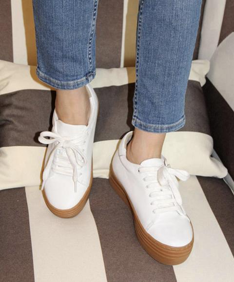 Footwear, Shoe, White, Ankle, Leg, Plimsoll shoe, Human leg, Denim, Jeans, Oxford shoe,