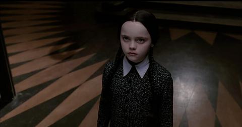 《阿達一族》影集外傳即將登陸netflix!提姆波頓續寫古怪女兒「星期三」的魔幻故事
