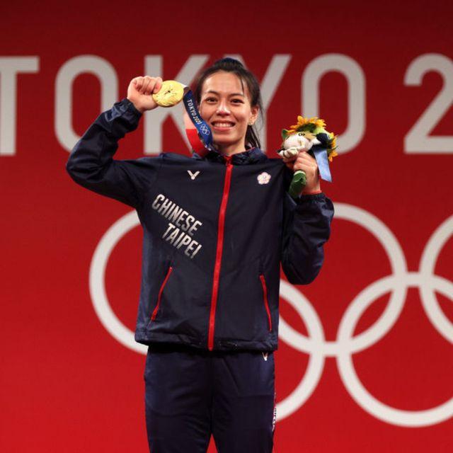 慶祝2020東京奧運中華隊「舉重女神」郭婞淳拿下首面金牌!7 eleven、全家、萊爾富買一送一