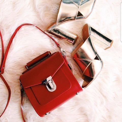 Bag, Handbag, Red, Leather, Fashion accessory, Messenger bag, Material property, Kelly bag, Satchel, Beige,