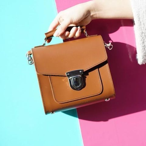 bag, handbag, leather, fashion accessory, pink, brown, kelly bag, coin purse, material property, hand,