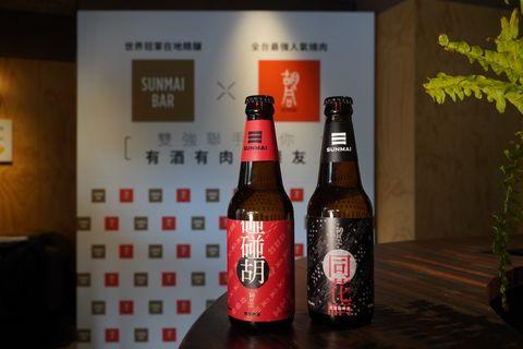 Bottle, Drink, Glass bottle, Alcoholic beverage, Liqueur, Alcohol, Beer, Distilled beverage, Beer bottle,