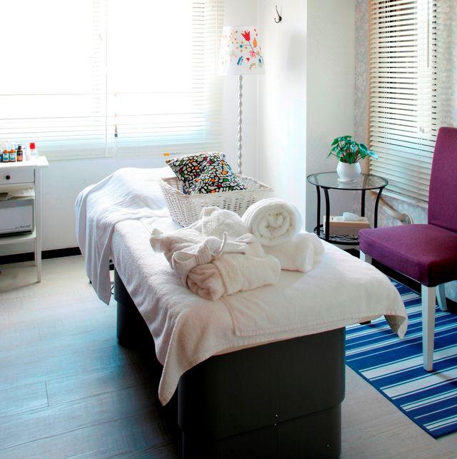Bedroom, Furniture, Room, Interior design, Bed, Property, Bed frame, Bed sheet, Floor, Wall,
