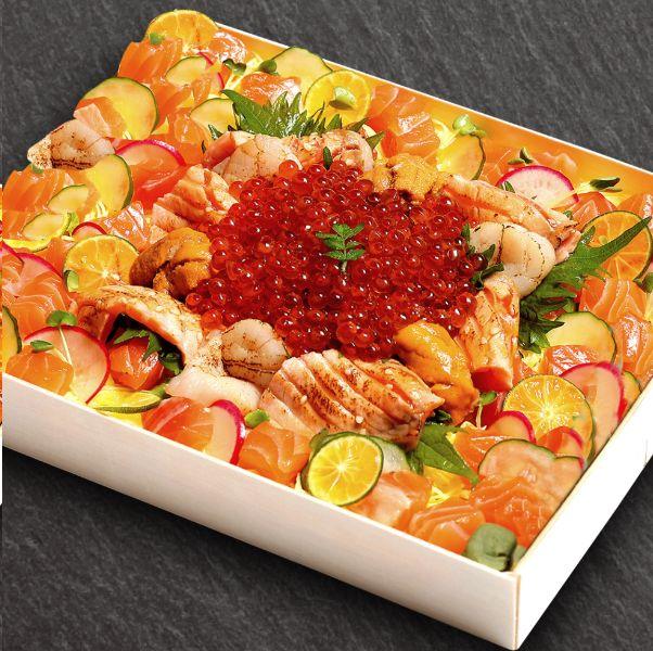 晶華酒店推出「究極蟹鮭雙盛合」,松葉蟹+爆量鮭魚散壽司千元有找