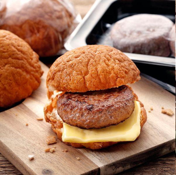 胡同燒肉強推「和牛漢堡肉菠蘿麵包、安東雞韓式年糕」聯名調理包