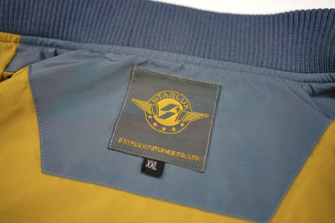 黃藍色的夾克內裡