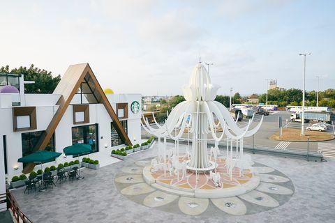 星巴克首座夢幻積木城堡門市 泰安南門市