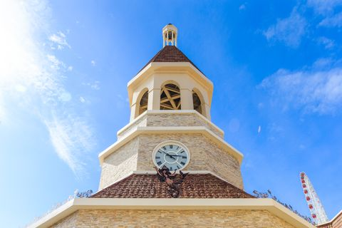 星巴克麗寶鐘樓門市,全台首座歐式鐘樓教堂式外型