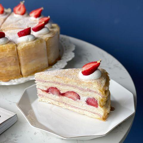 內餡是草莓卡士達+整顆草莓!台北千層蛋糕名店「時飴」人氣熱銷【草莓千層】開放預購