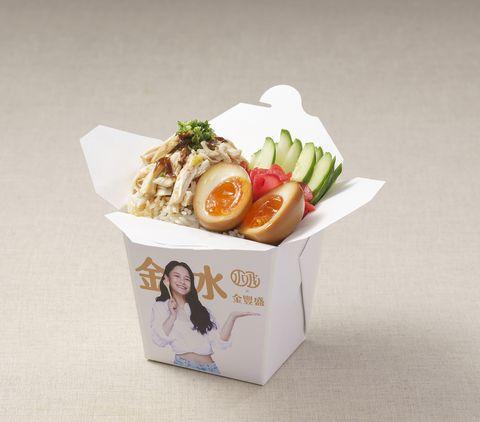 金豐盛雞肉和千千自創品牌,推出聯合餐車,必吃款包括 「柚香蔥薑雞絲飯」。