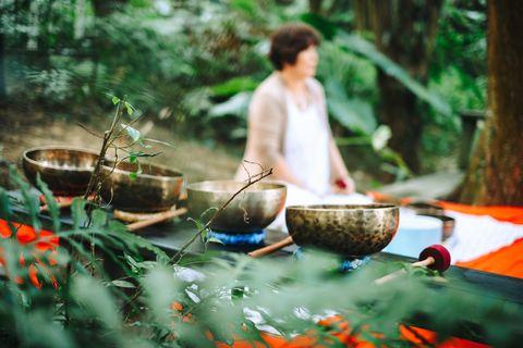 聲音療法是最古老的療癒方法之一,而薰衣草森林的旅客可以到秘境深處,藉由頌缽如天籟般的聲響,使心靈與大自然共振,調整身體、尋回內心的平靜之處~