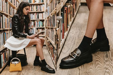 Louis VuittonMonogram拼接樂福鞋充滿復古風。