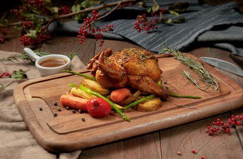 Food, Dish, Cuisine, Ingredient, Meat, Roasting, Drunken chicken, Fried food, Garnish, À la carte food,