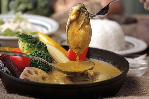 微辛辣的咖哩襯托出牡蠣的鮮甜滋味,絕對是冬季裡最奢侈的搭配!