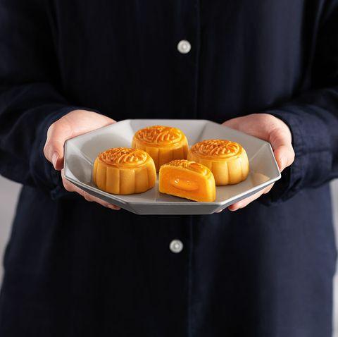 香港美心月餅限量推出「漫威迷你英雄超級聯盟禮盒!」外觀是A字徽章、內餡是濃滑奶黃鹹蛋黃