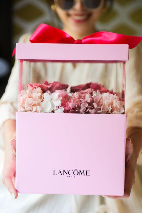 22020百貨母親節最夢幻玫瑰獻禮!蘭蔻「法式包裝服務」