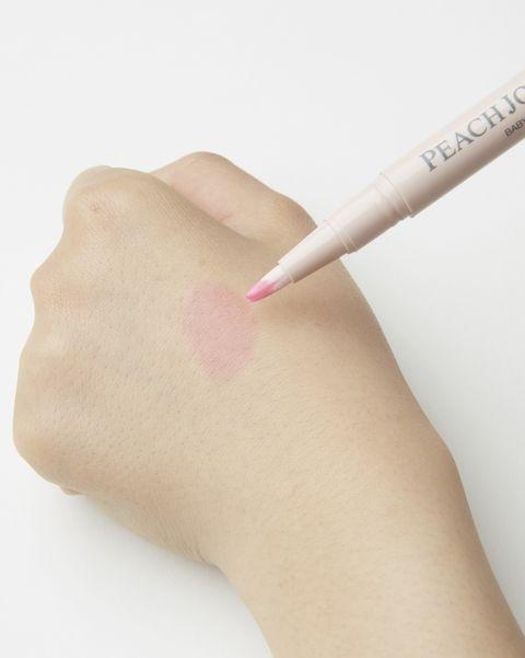 Skin, Finger, Hand, Nose, Lip, Nail, Material property, Cosmetics, Eyelash, Thumb,