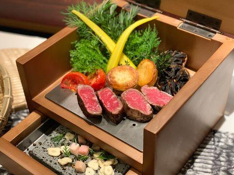 台北喜來登安東廳推出「14天乾式熟成台灣牛肋眼!」乾式熟成香氣+在地小農食材表現台灣味