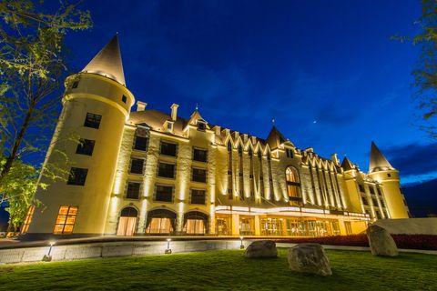 Landmark, Architecture, Building, Sky, Château, Night, Estate, Palace, Tree, Stately home,