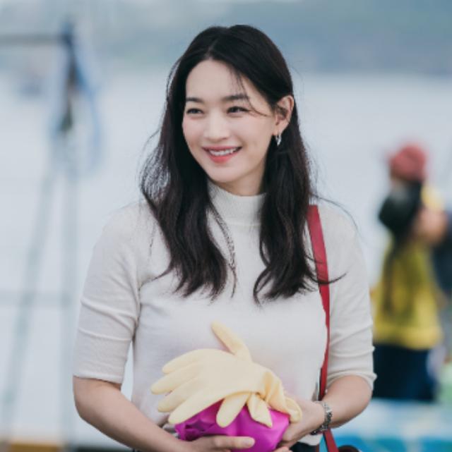 韓劇《海岸村恰恰恰》被尹慧珍的酒窩攻陷啦!解析「韓國發電機」37歲申敏兒5大美麗好習慣
