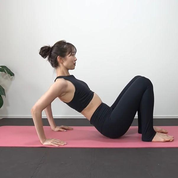 7組懶人高效「上半身運動」推薦!兩周有感瘦手臂、消厚背,練出顯瘦上身、直角肩