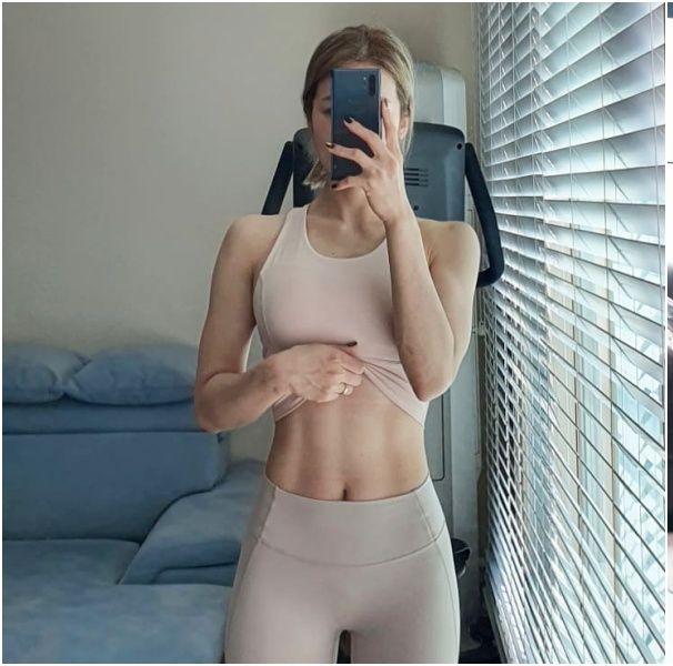 如何快速瘦肚子、增強核心?健身教練大推「死蟲式」運動,瘦下腹贅肉超有感