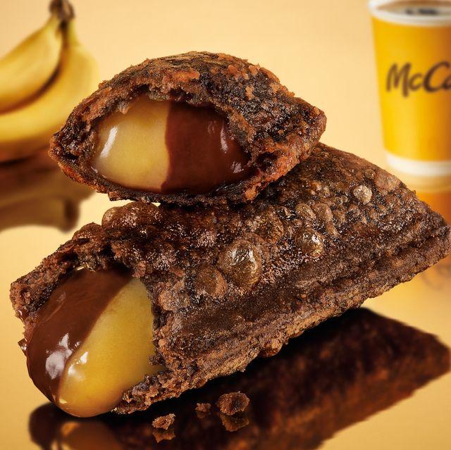 麥當勞首次推出「雙餡派」!一口嚐到濃郁香蕉+巧克力絕配組合,松露蕈菇堡限定回歸