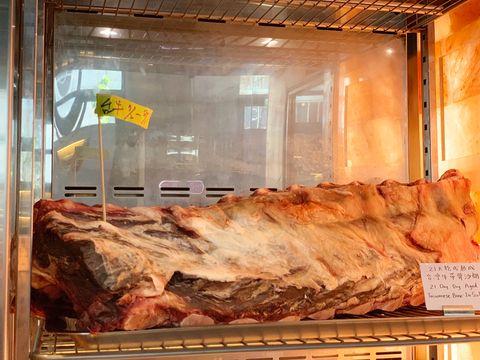 百萬烤箱直火爐烤牛排!TK Seafood & Steak牛排餐廳打造「乾式熟成台灣帶骨沙朗牛排」