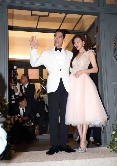 Akira婚禮霸氣甜吻林志玲從頭到腳都放閃!志玲腳下7千顆水晶寶石打造的夢幻婚鞋也成亮點