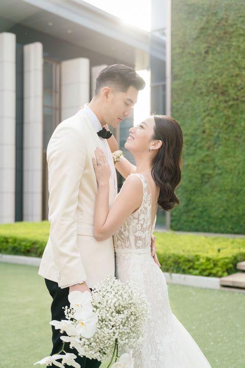 毛加恩、羅雯婚禮充滿愛!替「伴郎」高以翔留位置 新娘訂製頭紗更充滿細節巧思